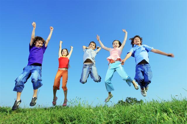 Children Jumping - KingZone
